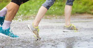 Cum sa iti pastrezi papucii curati chiar si cand ploua sau ninge. Ce sa faci cand apa intra in perechea de papuci de piele?