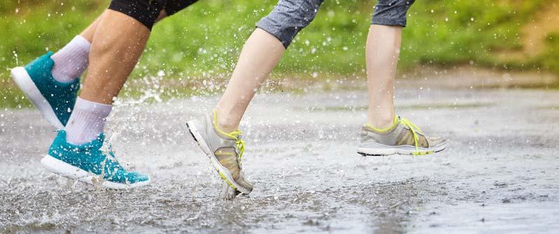papuci de piele pe ploaie